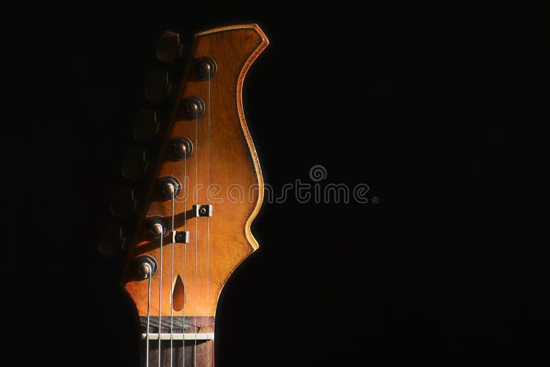 Głowa gitara elektryczna w ciemności, zbliżenie obraz royalty free