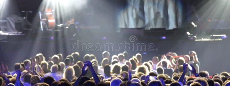 Głowy ludzie podczas żywego koncerta obraz royalty free