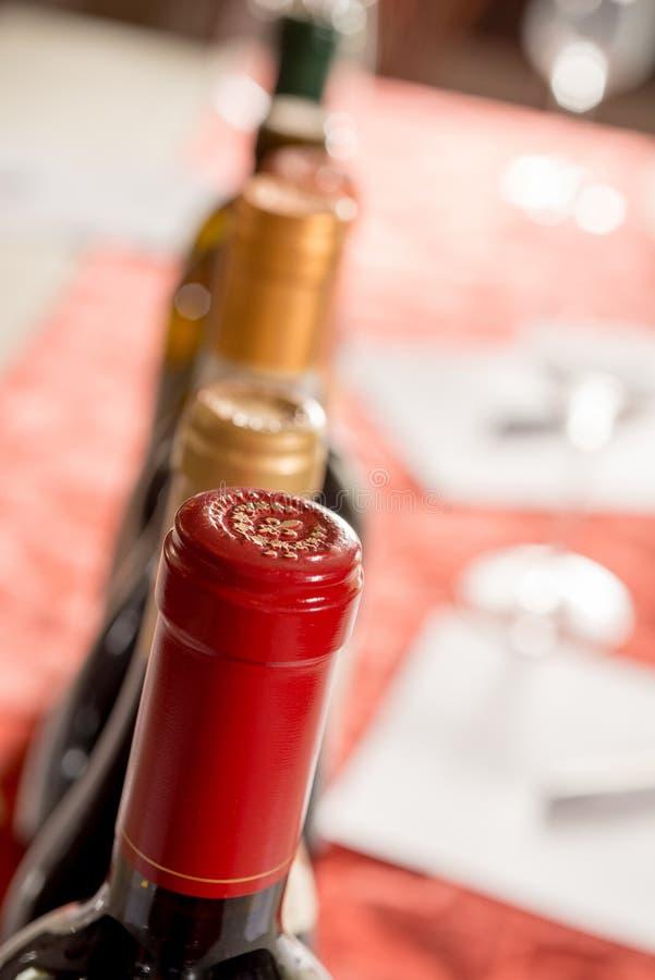 Głowy Uszczelnione butelki wino zdjęcia royalty free