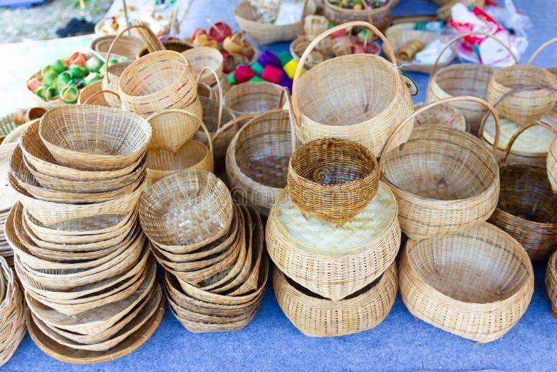 G A柳条筐编织品,由手工制造的水果篮产品 库存照片