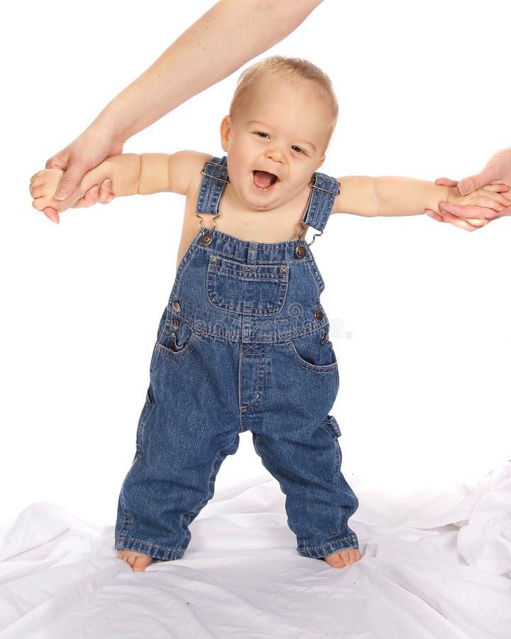 gå för moder för pojke litet royaltyfri bild