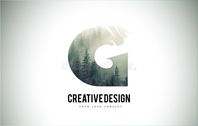 G-Buchstabe-Bürste mit Forest Fog Texture Forest Trees Letter Logo lizenzfreie abbildung