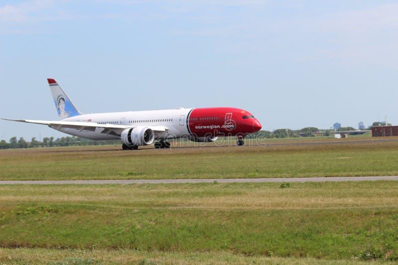 G-CKWE Norwegian Air UK Boeing 787-9 Dreamliner Aircraft som landar på Polderbaan 36L-18R vid flygplatsen Schiphol i Amsterdam t arkivbilder