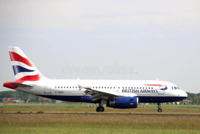 G-DBCA British Airways Airbus A319 Flygplan som landar på Polderbaan 36L-18R vid flygplatsen Schiphol i Amsterdam i Nederländerna royaltyfria foton