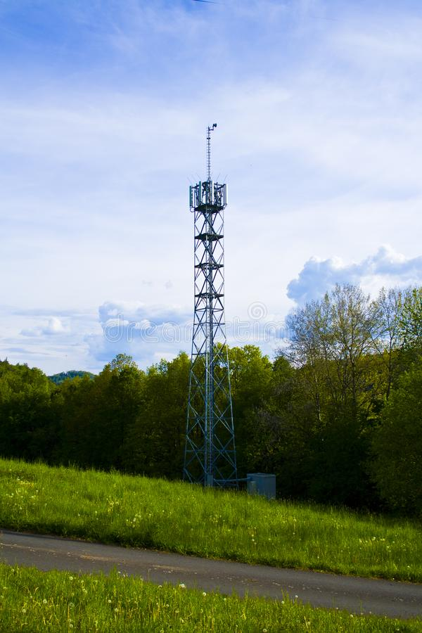 3G, 4G e 5G cellulari Stazione base o stazione ricetrasmittente Torretta di telecomunicazione fotografie stock