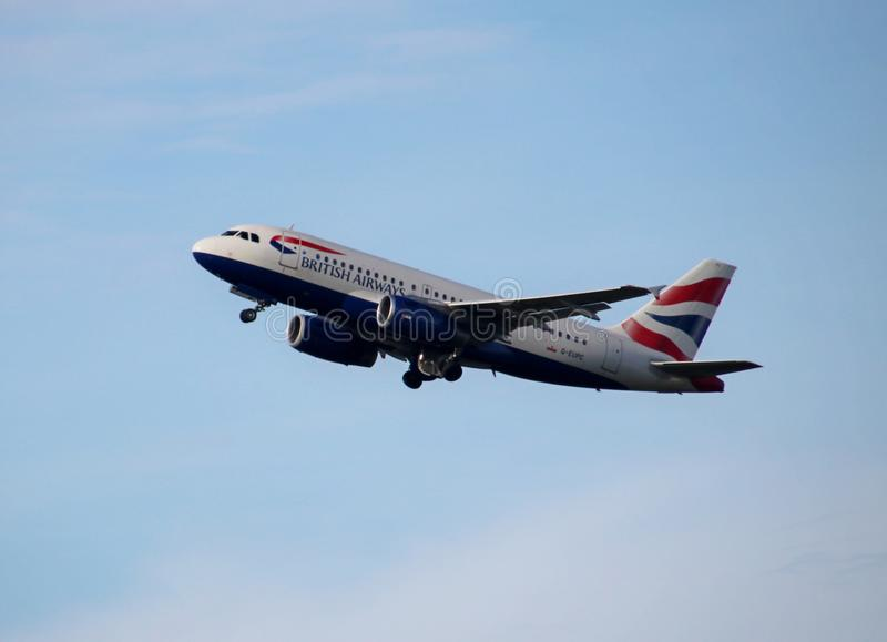 G-EUPC British Airways Airbus A319-131 part du Kaagbaan 06-24 de Schiphol Amsterdam les Pays-Bas image stock