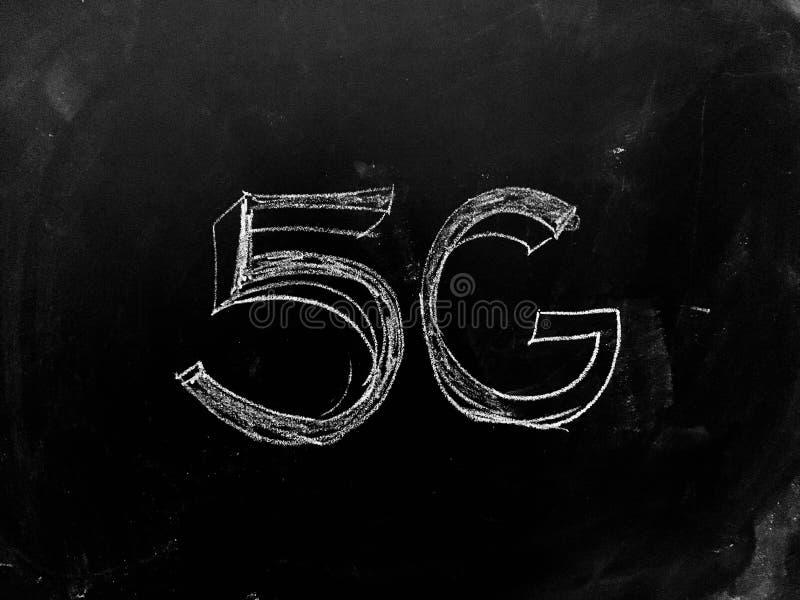 5G handgeschrieben auf Tafel lizenzfreie stockfotografie