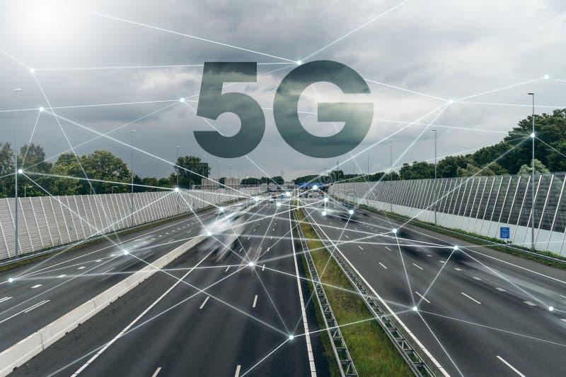 5G, IOT, le réseau de transmission sans fil, transport, route photos stock