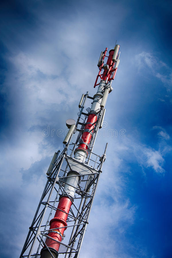 G-/Mturm und blauer Himmel stockfoto