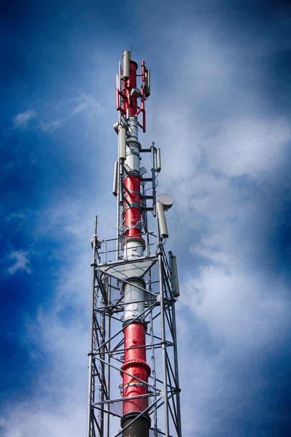 G-/Mturm und blauer Himmel lizenzfreies stockbild