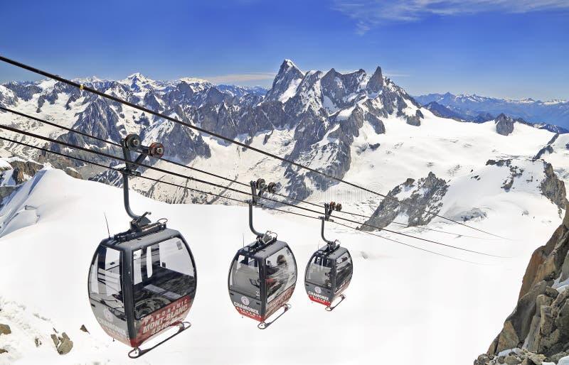 Gôndola do ponto Helbronner a Aiguille du Midi Alpes franceses foto de stock
