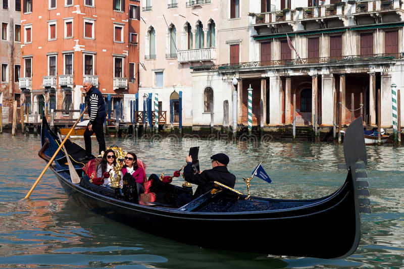 Gôndola tradicionais em Veneza imagens de stock