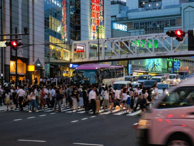 G?ngare?verg?ngsst?lle p? det Shibuya omr?det i Tokyo, Japan royaltyfria foton