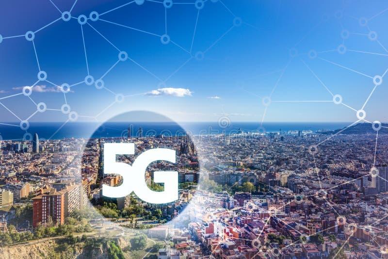 5G o presentación de LTE Ciudad moderna de Barcelona en el fondo fotos de archivo libres de regalías