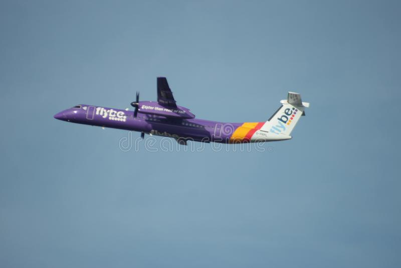 G-PRPL Flybe De Havilland加拿大DHC-8-402Q破折号8离开Kaagbaan 免版税库存图片