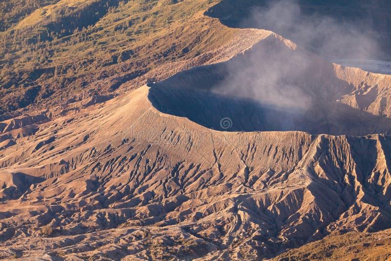 G?ry Bromo wulkan & x28; Gunung Bromo& x29; podczas wschodu s?o?ca od punktu widzenia na g?rze Penanjakan w Wschodnim Jawa, Indon obrazy stock