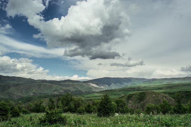 G?ry z chmurami w wio?nie Natura ?Tekeli ? Alatau g?ry kazakhstan zdjęcie royalty free