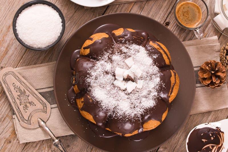 G?teau de noix de coco de chocolat image libre de droits