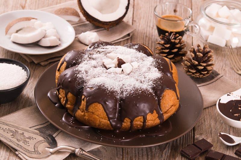 G?teau de noix de coco de chocolat photos stock