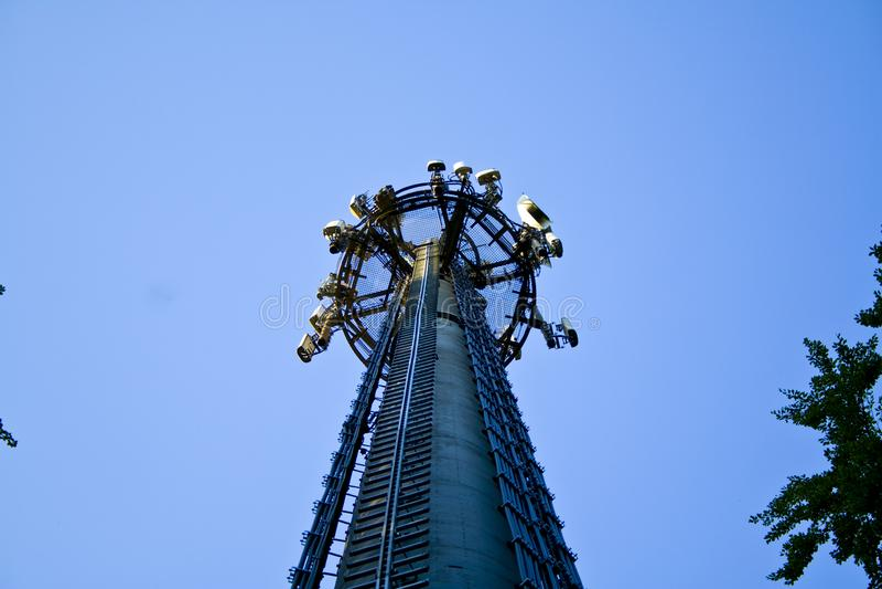 3G, 4G, van de de telecommunicatie-uitrustings richting mobiele telefoon van LTE de antenneschotels Draadloze communicatie tegen  royalty-vrije stock afbeeldingen
