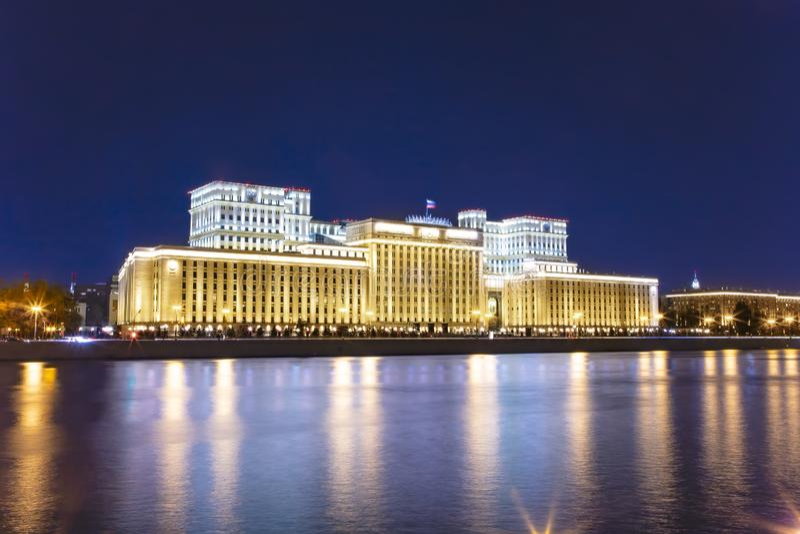 G??wny budynek ministerstwo obrony federacja rosyjska Minoboron i Moskva rzeka moscow Rosji obrazy royalty free