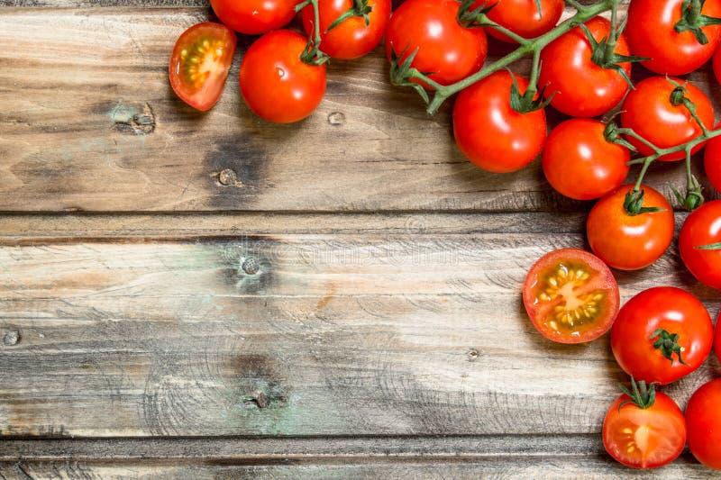 gałęziaści dojrzali pomidory obraz stock
