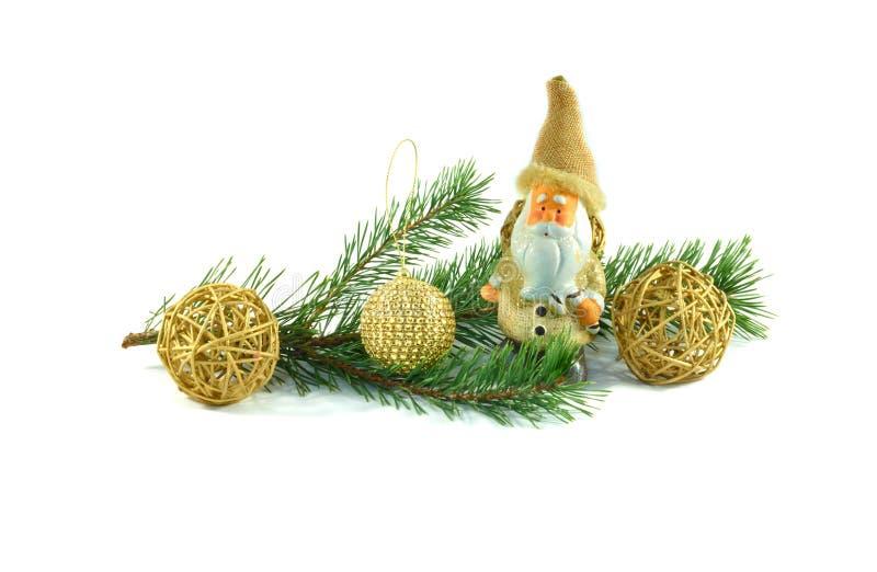 Gałąź dekorująca z Bożenarodzeniowymi zabawkami sosna zdjęcia stock