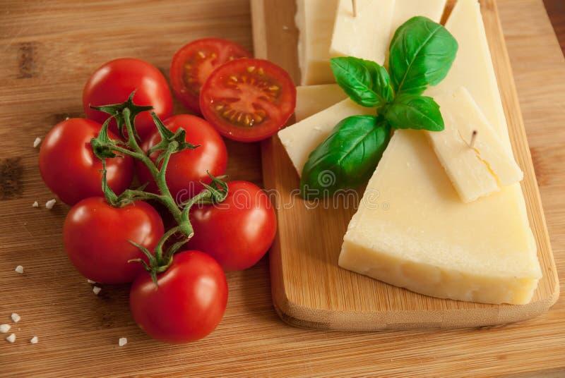 Gałązka świeży czerwony pomidor zdjęcie stock