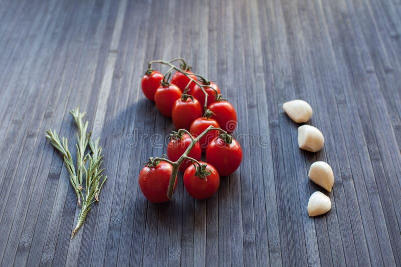 gałęziaści świezi pomidory zdjęcie stock