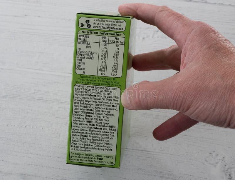Ga vooruit gemerkte yoghurtonderbrekingen in rekupereerbare verpakking het tonen voedings en recyclingsinhoud royalty-vrije stock afbeelding