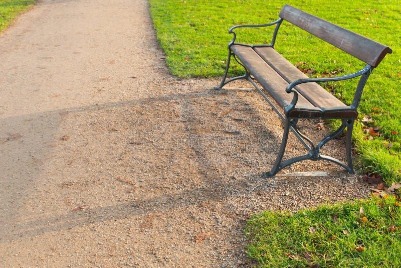 Gabarits vides en parc images stock
