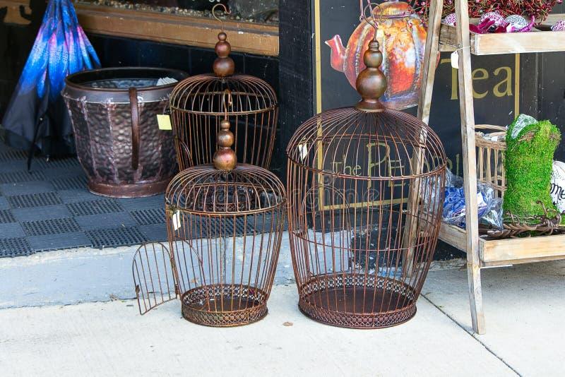 Gabbia per uccelli fotografie stock