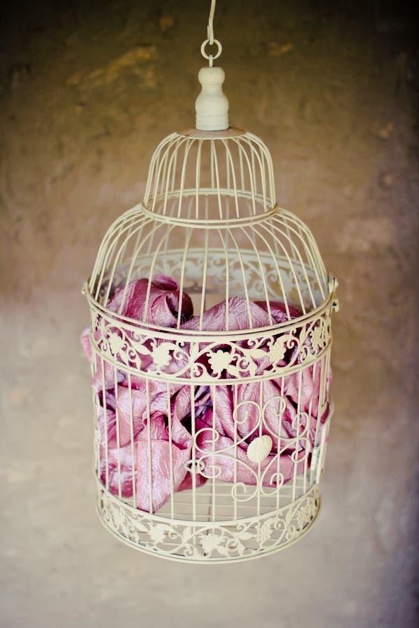 Gabbia per uccelli decorativa antica fotografia stock libera da diritti