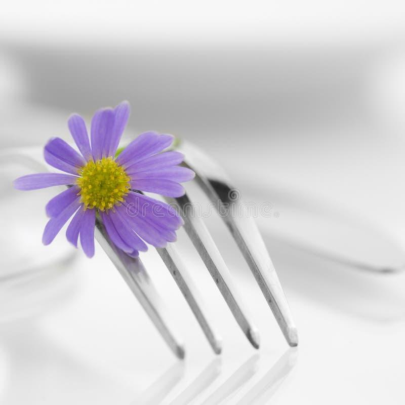 Gabel und Blume lizenzfreie stockfotografie