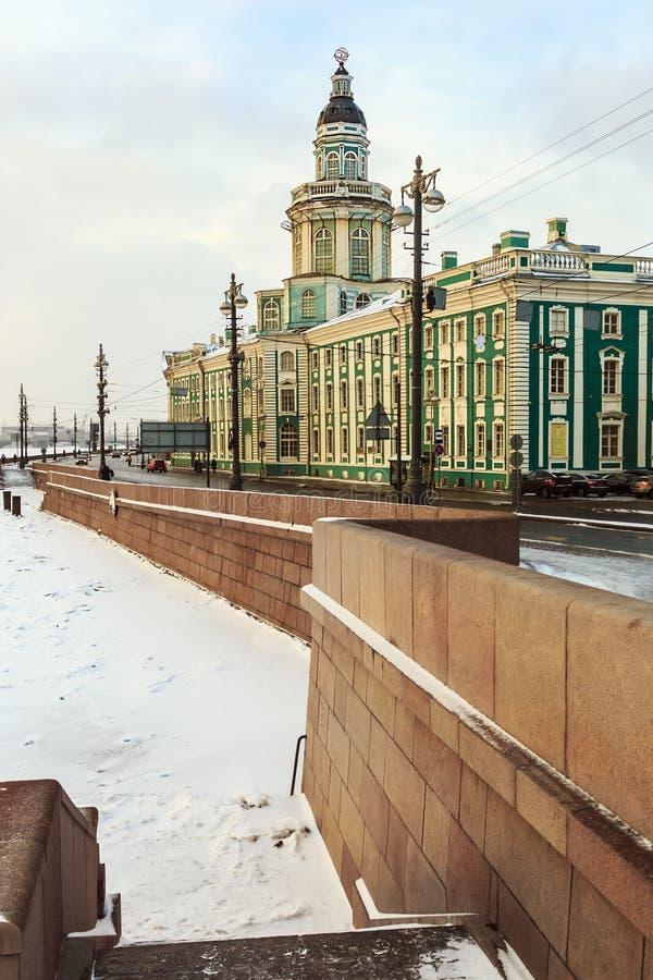 Gabinete de curiosidades en St Petersburg en el amanecer en invierno fotografía de archivo