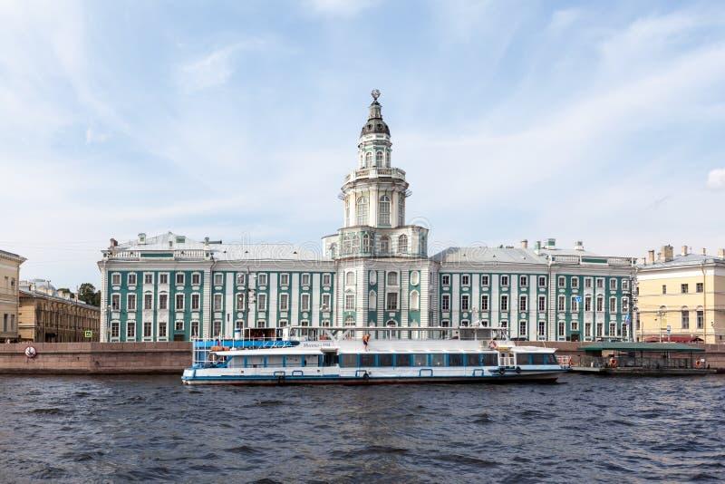 Gabinete de curiosidades St Petersburg fotos de archivo