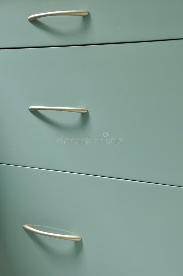 Gabinete de madera azul con los cajones fotos de archivo libres de regalías