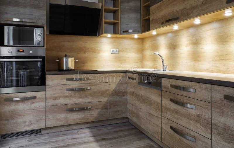 Gabinete de madera en dormitorio imagenes de archivo