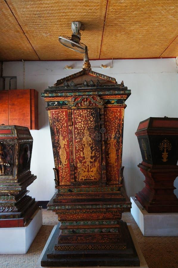 Gabinete septentrional de Tripitaka del estilo en Wat Pong Sanuk Temple en La imágenes de archivo libres de regalías