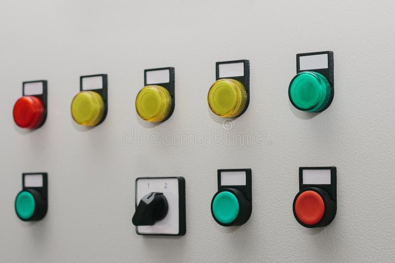 Gabinetto a bassa tensione Gestisca i tasti Tecnologie astute moderne nel settore produzione energia elettrico L'uso di elettrico fotografia stock