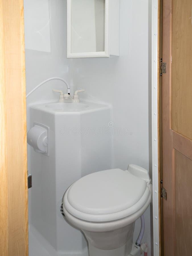 Gabinetto della doccia del lavandino della toilette della toilette di rv immagini stock libere da diritti