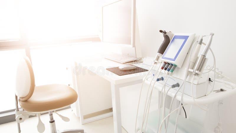 Gabinetto dentario moderno con colore bianco immagine stock