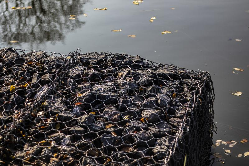 Gabions на таксе Wootton озера юбилей королевской стоковое фото rf