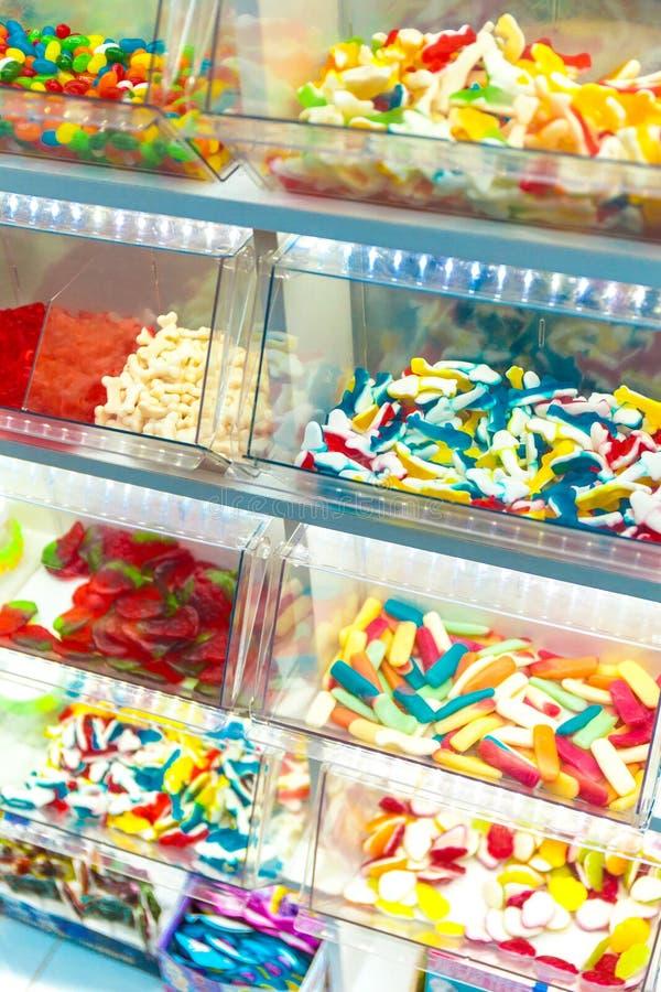 Gablota wystawowa cukierki barwiący karmel i cukierki zdjęcia royalty free
