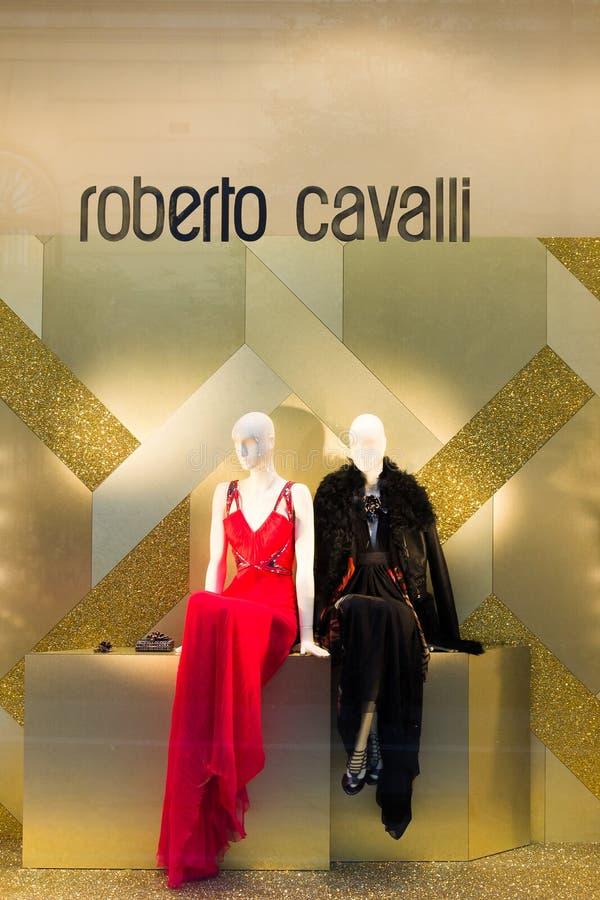 Gabloty wystawowej mody sklep Roberto Cavalli w Mediolan, Włochy fotografia royalty free