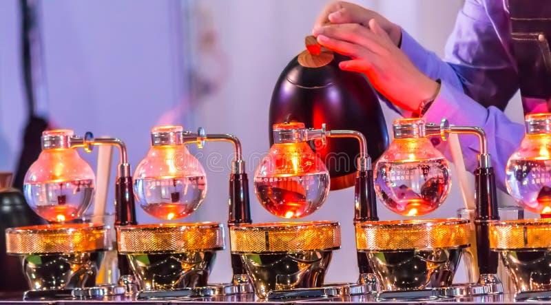 Gabloty wystawowej Syphon Kawowy producent syphonist obrazy stock