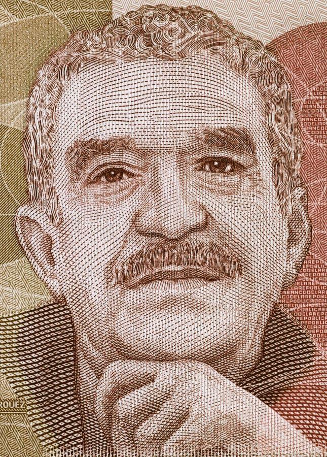 Gabriel Garcia Marquez stående på closeu för Colombia pesosedel arkivfoto