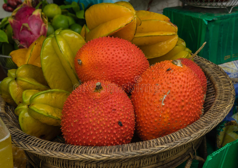 Gac - cochinchinensis del Momordica Alimento della via a Bangkok immagini stock