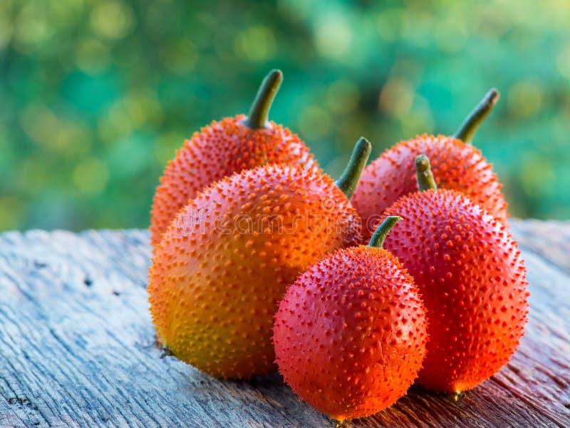 Gacfruit op oude houten lijst royalty-vrije stock foto's