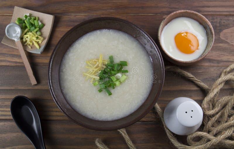 Gachas asiáticas del arroz fotos de archivo